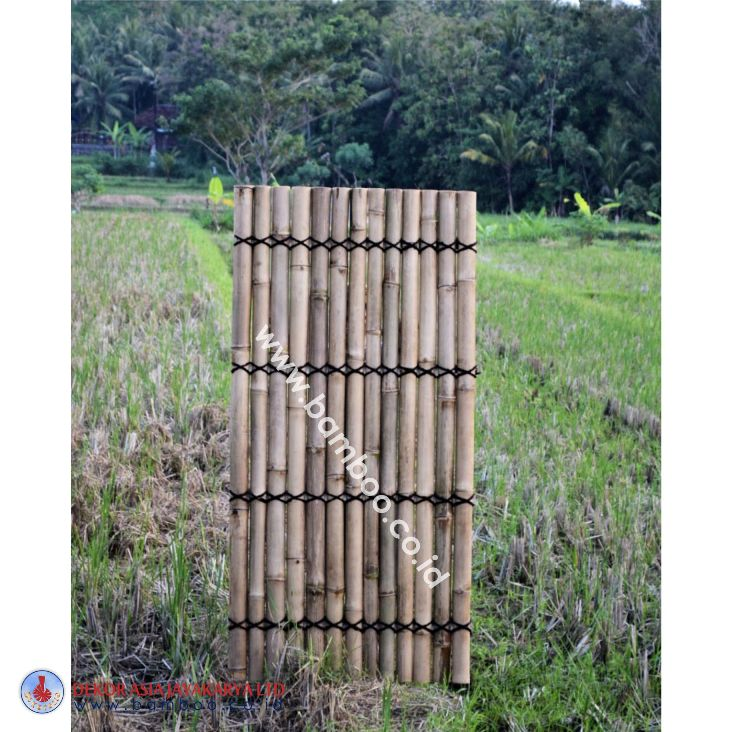 Natural half bamboo fence with 4 back slats and black coco rope