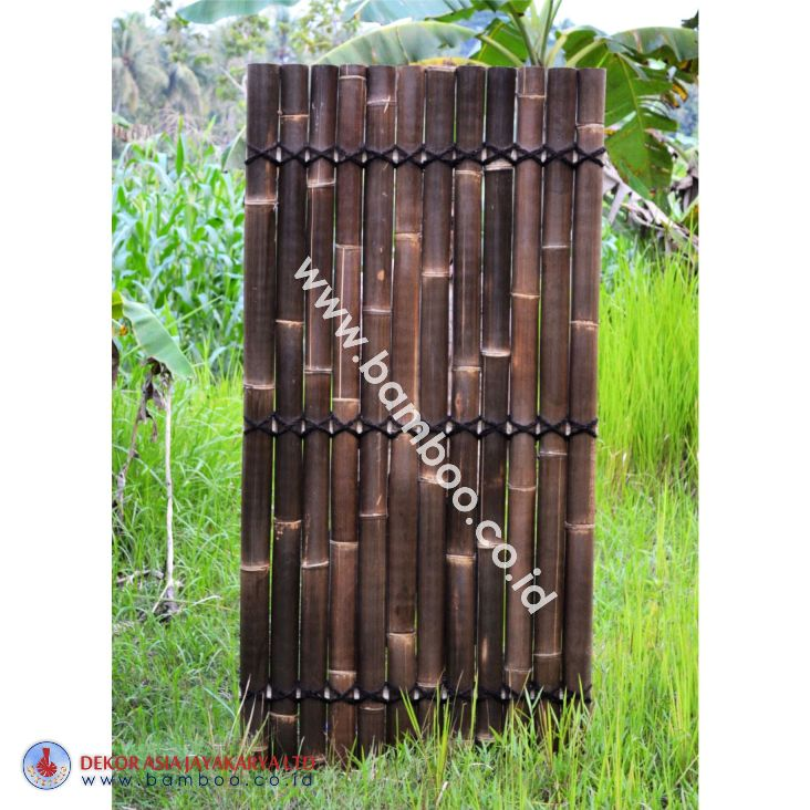 Black half bamboo fence with 3 back slats and black coco rope